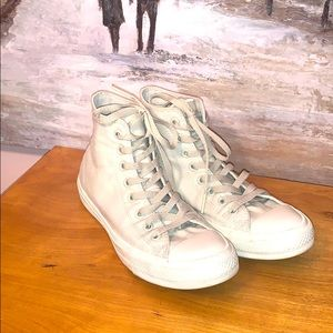 Converse high top tie tennis shoes in all white